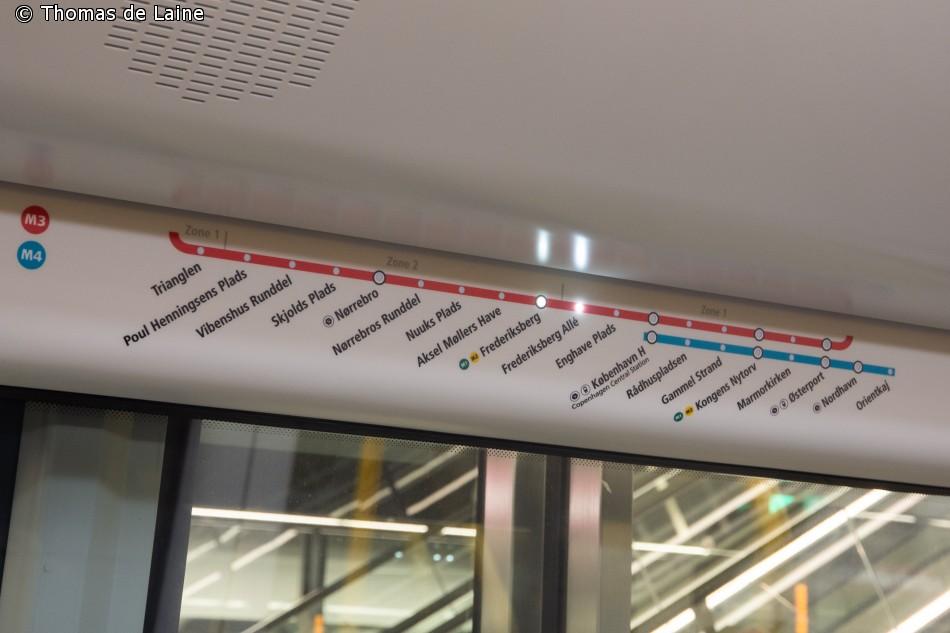 Skilt med diodemarkering af, hvor toget befinder sig