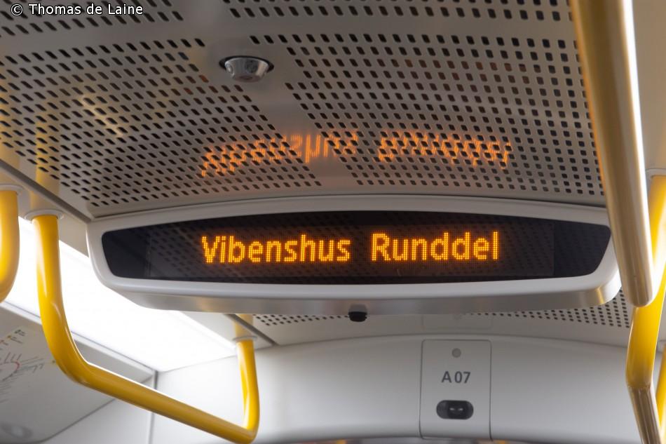 Display med annoncering af næste station